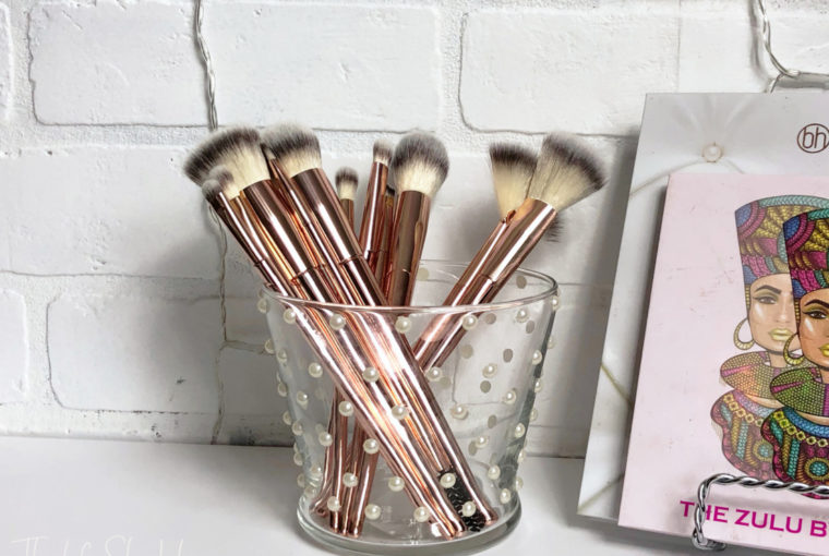 Diy – Pearl Buttons Makeup Brush Holder
